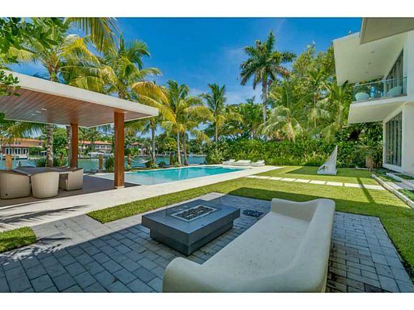 Mans o moderna no sunset island miami beach 22 888 888 for Casa moderna orlando