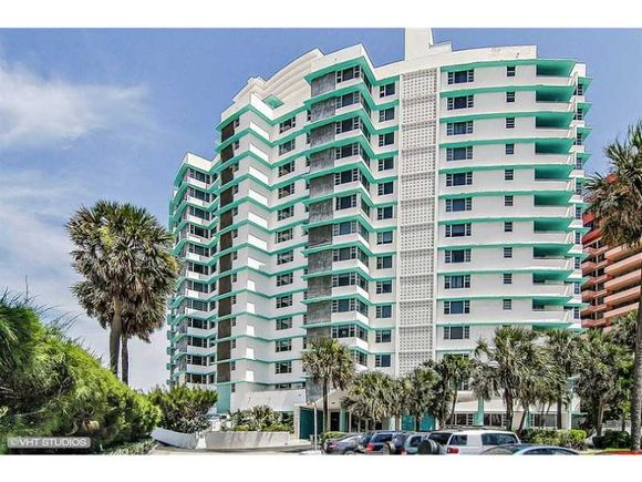 Apartamento em Frente a Praia - Collins Ave - Millionaires Row - Miami Beach $499,000