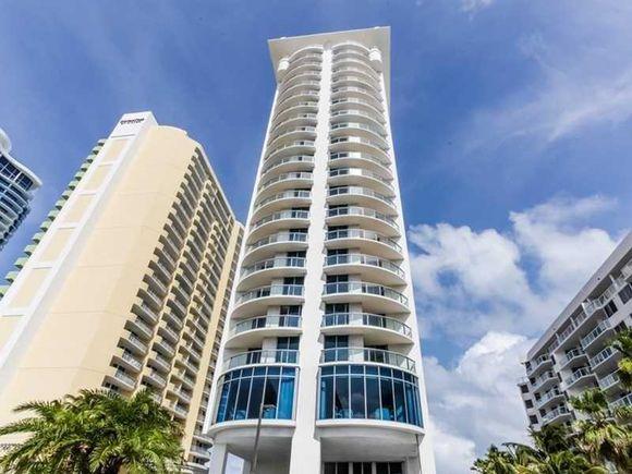 Apartamento em Frente a PRaia - Sunny Isles - Miami Beach - $499,000