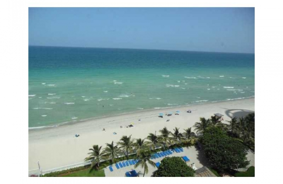 Apartamento Reformado em Frente a Praia em Hollywood Beach - Florida -$499,000