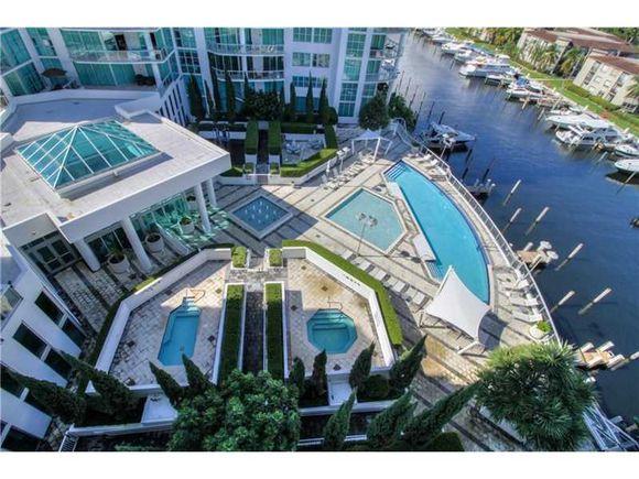 Apartamento de Alta Padrao A Venda em Aventura - Miami - $550,000