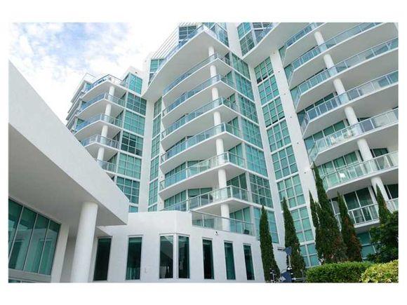 Apartamento em Predio Moderna - Aventura - Miami - $550,000