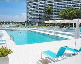 Apartamento Miami Beach com Varanda - $360,000