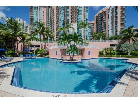 Alta Qualidade de vida neste apartamento de luxo - Aventura - Miami - $550,000