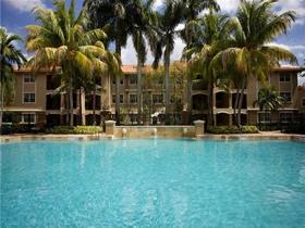 Apto 2 dormitorios em Hollywood, Florida -- 15 minutos ate Miami!- $255,900
