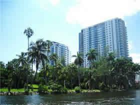Apto Bom Preço - Terrazas Riverpark Village - South River Drive - Miami - $360,859