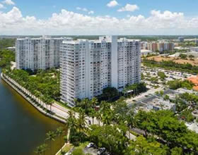 Apto Grande no 26 andar todo reformado e mobiliado no Tower at Biscayne - Miami - $339,900