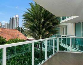 Apartamento Mobiliado 3 Dormitorios no St.Tropez - Sunny Isles Beach - Miami - $780,000