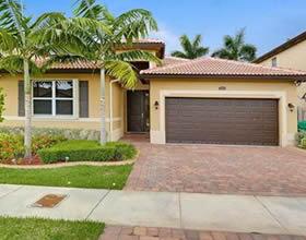 Nova Casa em Condominio - 40 minutos a Miami - $327,615