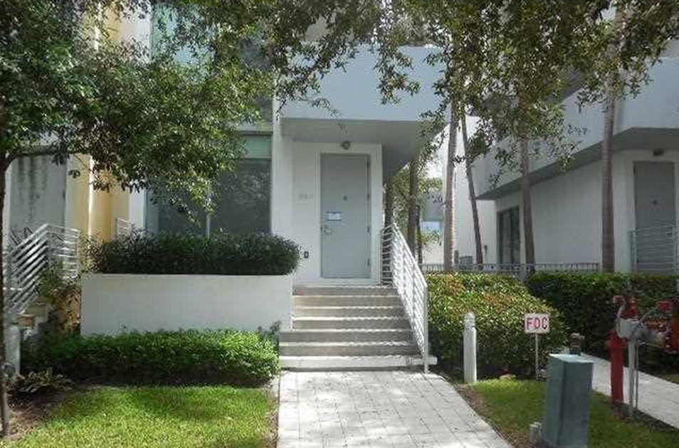 Townhouse Moderna em Miami Beach - 3 dormitorios / garagem fechado 2 carros - $588,000