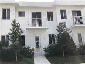Novo Townhouse 3 quartos no Aventura Place com garagem $408,000