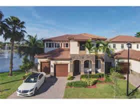 Casa em frente a lagoa em Doral - Miami $725,000