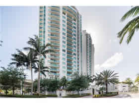Apartamento A Venda no Parc at Turnberry - Aventura - Miami $379,000