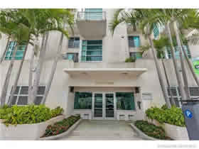 Vila Sol Apto Duplex Mobiliado A Venda no Collins Ave - Miami Beach - $499,000