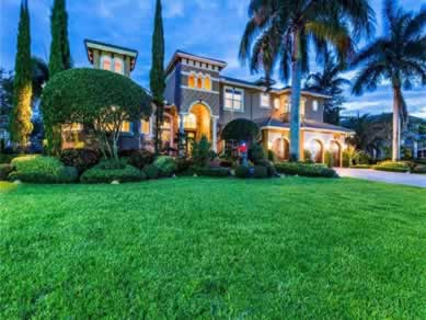 Mansão em frente a lagoa em Weston 40 minutos a Miami $2,349,000