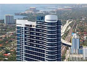 Apto Duplex 3 dormitorios com 2 varandas em Brickell - Miami $539,000