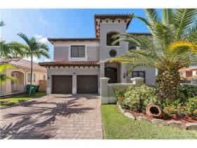 Casa de Luxo com Piscina no Sul de Miami $524,817