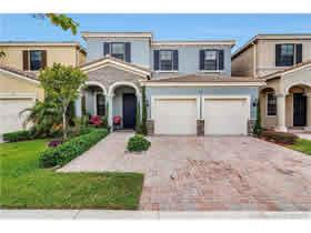 Casa Bonita A Venda em Aventura Isles - Miami $530,000