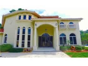 Casa De Luxo com Piscina em Miami Shores $999,000