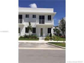 Casa Duplex no Aventura Place $399,000