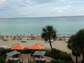 Apto Mobiliado em frente a praia em Condo Hotel - Sunny Isles Beach - $330,000