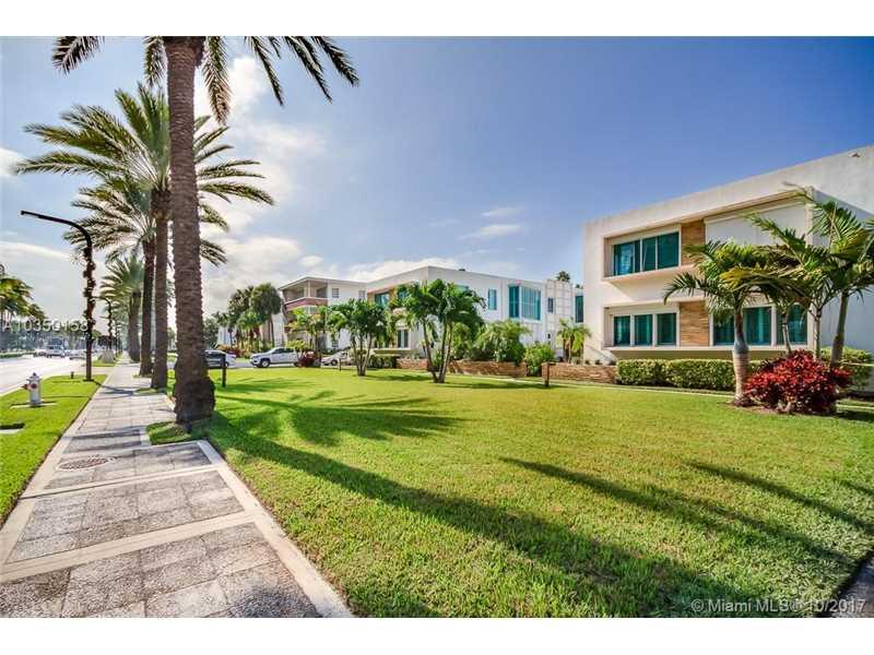 Apto Chique Todo Reformado em Bal Harbour - Miami Beach - $368,000
