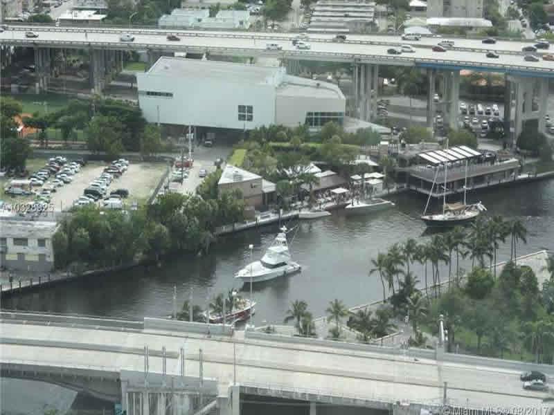 Apto em Downtown Miami - todo Mobiliado - $470,000