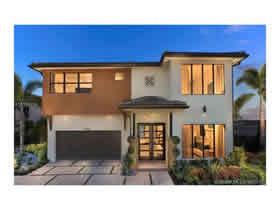 Novo Casarão De Luxo A Venda no Condomínio SATORI em Miami Lakes - $804,990