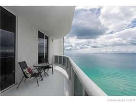 Trump Tower Apto Mobiliado Em Frente À Praia - Sunny Isles Beach - $1,250,000