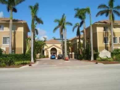 Casa Geminada Triplex 2 Dormitórios em Aventura - $349,999