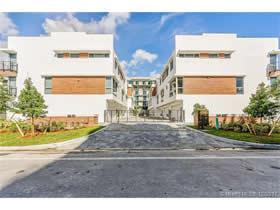 Townhouse Novo com no 101 Residences - Bay Harbor Islands - $989,900