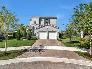 Casa com Piscina no Aventura Isles (4 Dormitórios) - $680,000