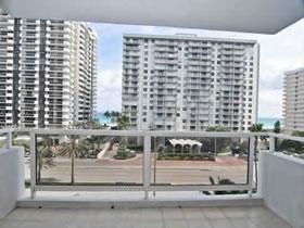 Apartamento com Vista Parcial para o Oceano em Miami Beach $329,999