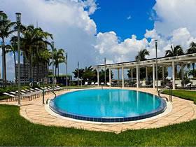Apartamento em Condomínio com 1 Quarto em Miami $344,900
