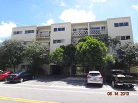 Apartamento em Área de Prestígio de Bay Harbor Islands, Flórida $178,500