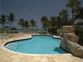 Apartamento em Bal Harbor a 2 Minutos de Shopping e de Frente ao Oceano $699,000