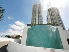 Condomínio de Luxo em Frente ao Oceano em Sunny Isles Beach $739,000