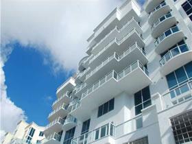 Ultra Luxuoso Apartamento em Aventura $659,000