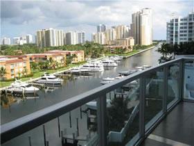 Apartamento Bem Desenhado em Aventura, em Frente ao Canal $669,000