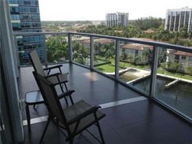 Lindo Apartamento em Frente ao Canal em Aventura, Miami $639,000