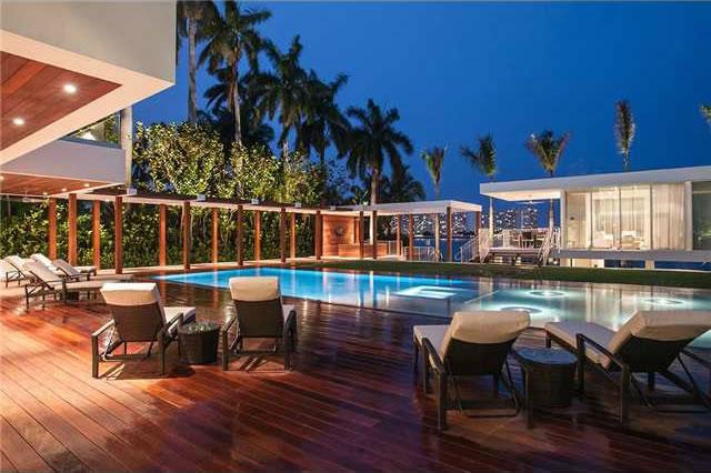 Im 243 Vel De Alt 237 Ssimo Luxo Em Miami Beach Frente Ao Mar
