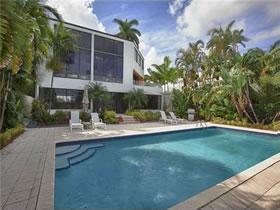 Imóvel de Luxo em Cenário Paradisíaco de Miami Beach, Flórida $5,900,000
