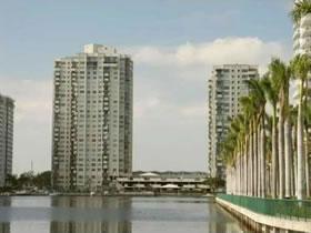 Apartamento em Edifício com Piscina e Quadra de Tênis em Aventura, Miami $209,000