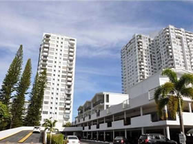 Apartamento no Commodore Plaza, em Aventura, Miami $225,000