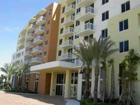 Apartamento Novo no Coração de Aventura, Miami $300,000