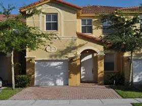 Maravilhosa Townhouse Localizada em Doral, Miami $300,000