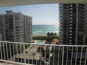 Apartamento em Frente a Praia em Miami Beach $299,900