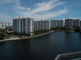 Apartamento Próximo a Shoppings e Restaurantes em Aventura, Miami $234,900