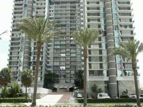 Apartamento com Vista Incrível para a Cidade e o Oceano em Hallandale Beach, Miami $398,000
