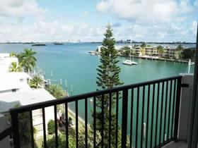Apartamento com Bela Vista em Miami $325,000